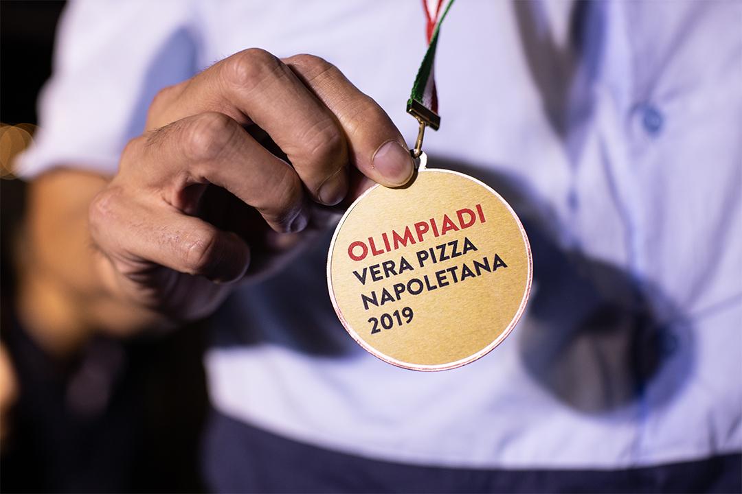 """Olimpiadi della pizza 2019. Salvatore de Rinaldi primo premio con la sua """"Mastunicola"""""""